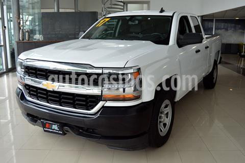 Chevrolet Silverado 3500 Chasis cabina usado (2017) color Blanco precio $359,900
