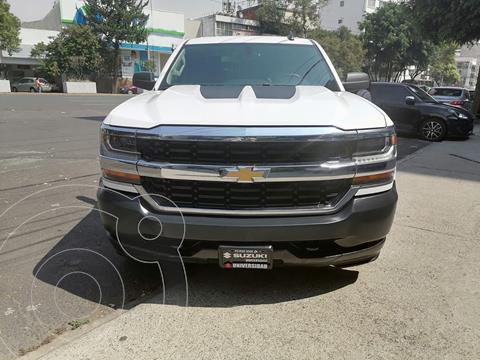 Chevrolet Silverado 4x2 Cab Ext LS V8 usado (2017) color Blanco precio $380,000