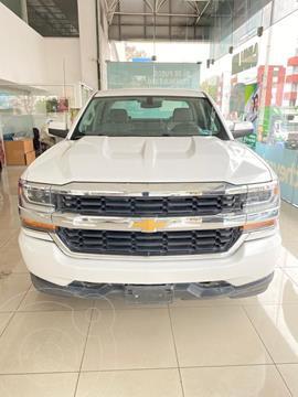 Chevrolet Silverado Doble Cabina 4X2 usado (2017) color Blanco precio $475,000