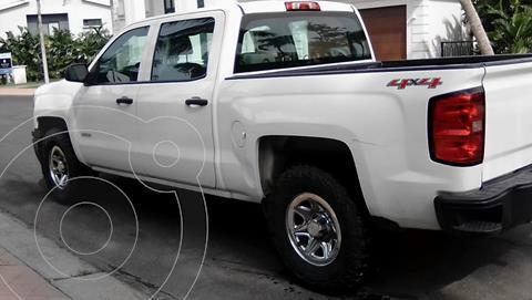 Chevrolet Silverado Doble Cabina 4X4 usado (2015) color Blanco precio $320,000