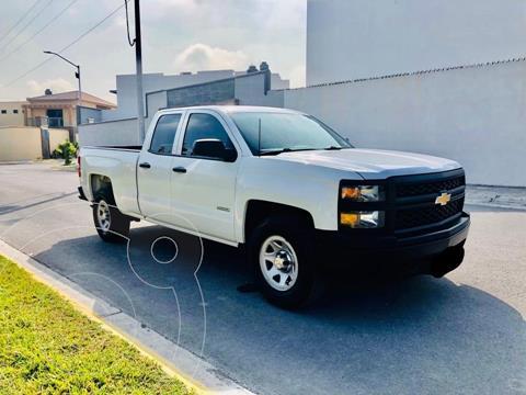Chevrolet Silverado Doble Cabina 4X2 usado (2014) color Blanco precio $340,000