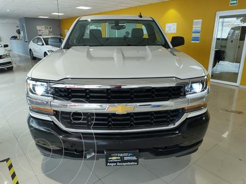 Chevrolet Silverado Cabina Regular 4X2 usado (2018) color Blanco precio $410,000
