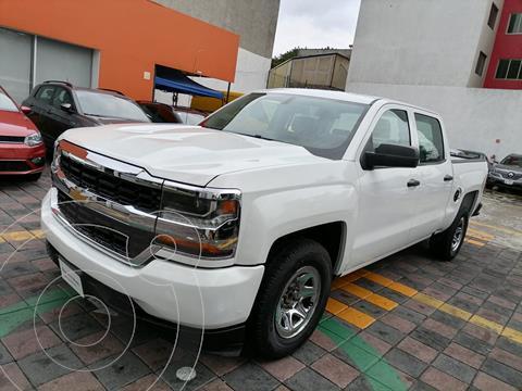 Chevrolet Silverado 2500 DOBLE CAB K PK 4P V8 5.3L 4X4 AA R17 2.5TON usado (2017) color Blanco precio $485,000