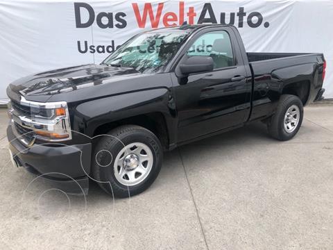 Chevrolet Silverado 1500 C/REG LS F V6 4.3L ECO TA usado (2018) color Negro precio $425,000