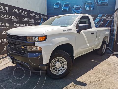 Chevrolet Silverado Cabina Regular 4X2  usado (2021) color Blanco precio $615,000