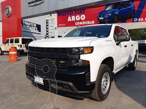 Chevrolet Silverado Doble Cabina 4X2 usado (2020) color Blanco precio $660,000