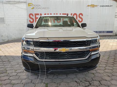 Chevrolet Silverado Cabina Regular 4X2 usado (2015) color Blanco precio $390,000