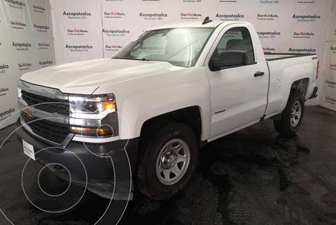 Chevrolet Silverado Cabina Regular 4X2 usado (2018) color Blanco financiado en mensualidades(enganche $84,000 mensualidades desde $10,278)