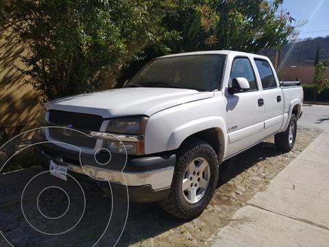 Chevrolet Silverado Doble Cabina 4X4 usado (2005) color Blanco precio $175,000
