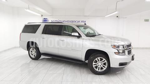 Chevrolet Suburban LT Piel usado (2017) color Plata Brillante precio $599,900