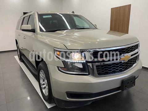 Chevrolet Suburban LT Piel Banca usado (2017) color Dorado precio $639,000
