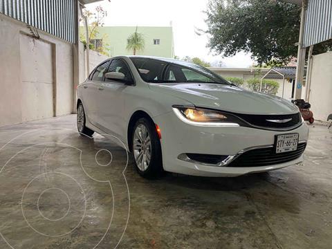 Chrysler 200 2.4L Limited usado (2015) color Blanco precio $170,000