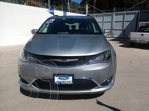 Chrysler Pacifica Limited usado (2019) color Gris precio $585,000