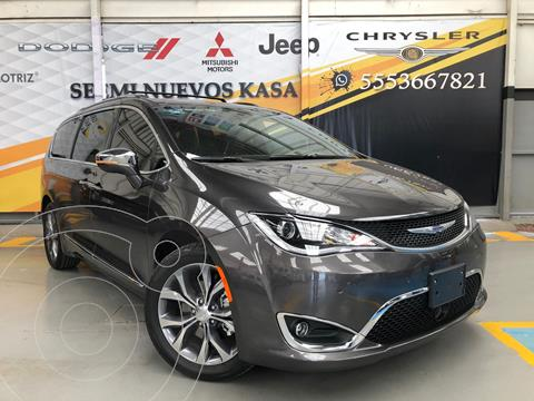Chrysler Pacifica Limited Platinum usado (2020) color Granito precio $995,000