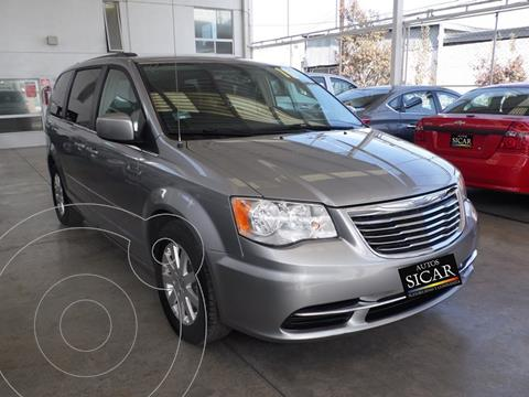 Chrysler Town and Country Touring 3.6L usado (2016) color Gris precio $239,000