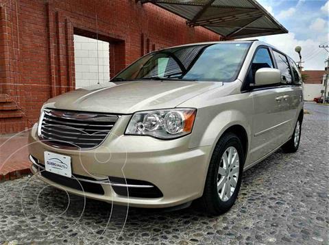 Chrysler Town and Country Li 3.6L usado (2015) color Beige precio $215,000