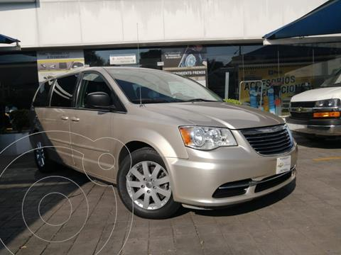 Chrysler Town and Country Li 3.6L usado (2016) color Beige precio $220,000