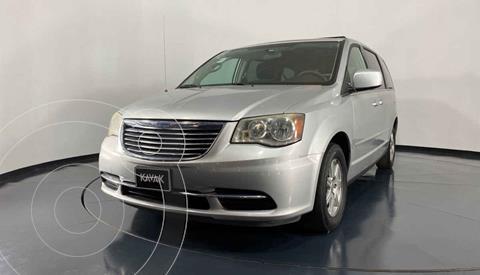 Chrysler Town and Country LX 3.6L usado (2012) color Plata precio $162,999