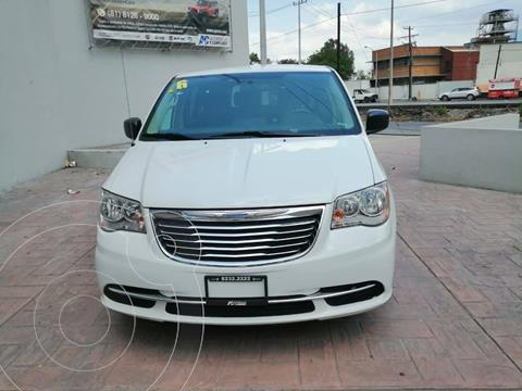 Chrysler Town and Country Li 3.6L usado (2016) color Blanco precio $267,900