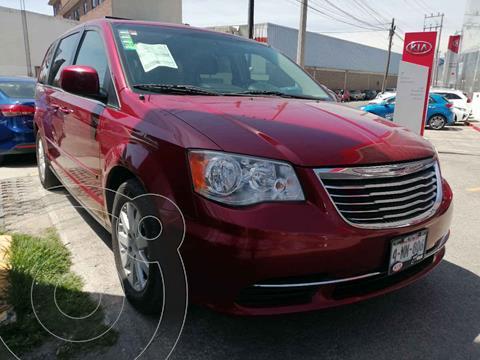 Chrysler Town and Country LX 3.6L usado (2014) color Rojo precio $240,000