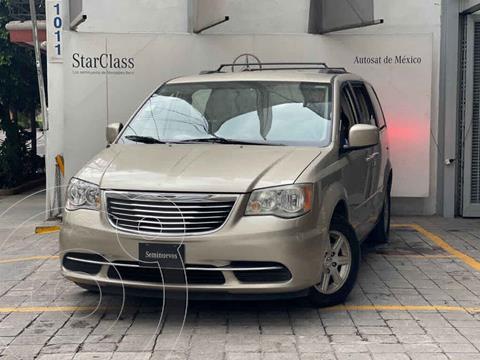 Chrysler Town and Country LX 3.6L usado (2013) color Dorado precio $185,000