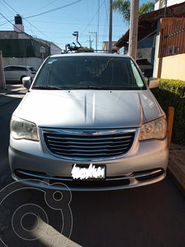 Chrysler Town and Country LX 3.6L usado (2011) color Plata precio $140,000