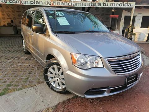 Chrysler Town and Country Li 3.6L usado (2016) color Plata Martillado precio $220,000