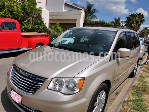 Chrysler Town and Country LX 3.6L usado (2013) color Dorado precio $152,500