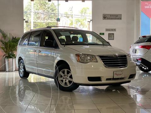 Chrysler Town and Country LX 3.6L usado (2010) color Blanco precio $135,000