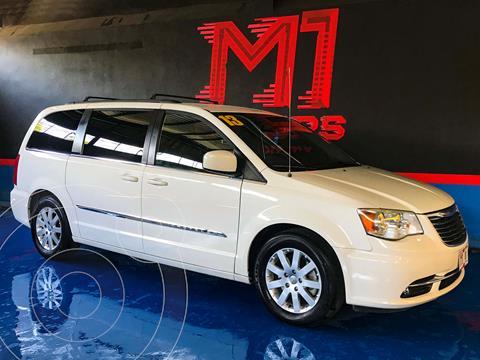 Chrysler Town and Country Limited 3.6L usado (2013) color Blanco financiado en mensualidades(enganche $96,200 mensualidades desde $6,300)