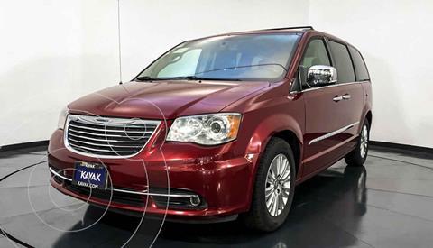 Chrysler Town and Country Limited 3.6L usado (2015) color Rojo precio $272,999