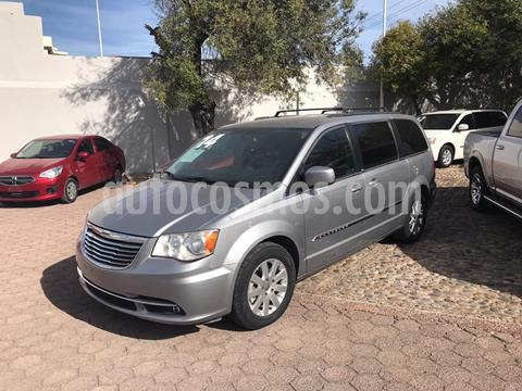 Chrysler Town and Country Touring 3.6L usado (2014) color Plata precio $235,000