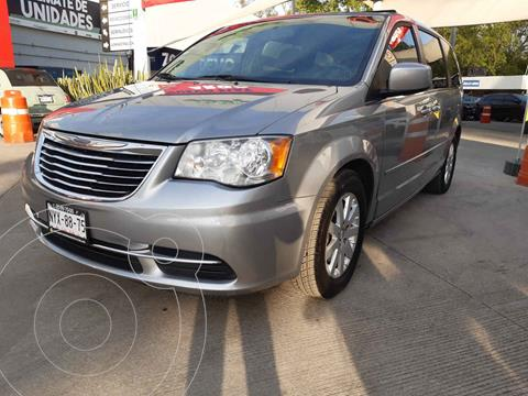 Chrysler Town and Country Touring 3.6L usado (2015) color Plata precio $225,000