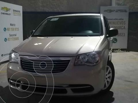 Chrysler Town and Country Li 3.6L usado (2016) color Beige precio $230,000