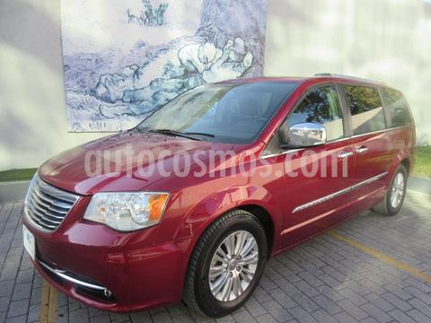 Chrysler Town and Country Limited 3.6L usado (2015) color Rojo precio $265,000