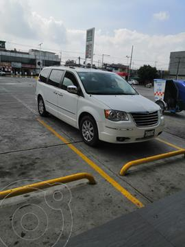 Chrysler Town and Country Limited 4.0L usado (2010) color Blanco precio $140,000