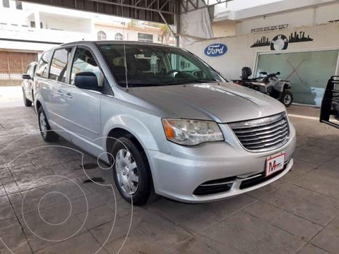 Chrysler Town and Country LX 3.6L usado (2012) color Plata precio $138,000