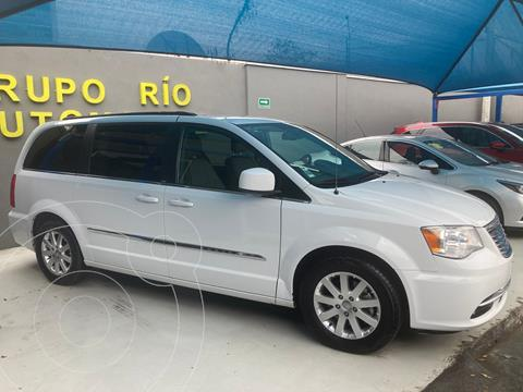 foto Chrysler Town and Country Touring 3.6L usado (2014) color Blanco precio $189,000