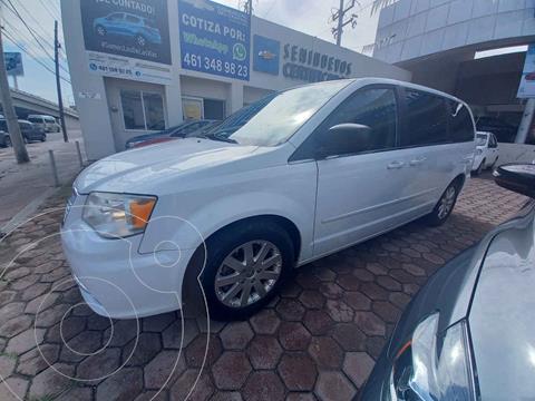Chrysler Town and Country Li 3.6L usado (2015) color Blanco precio $235,000