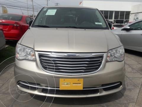 Chrysler Town and Country Li 3.6L usado (2016) color Dorado precio $224,800