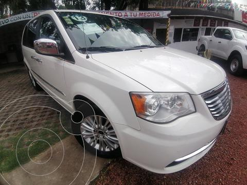 Chrysler Town and Country Limited 3.6L usado (2013) color Blanco precio $205,000
