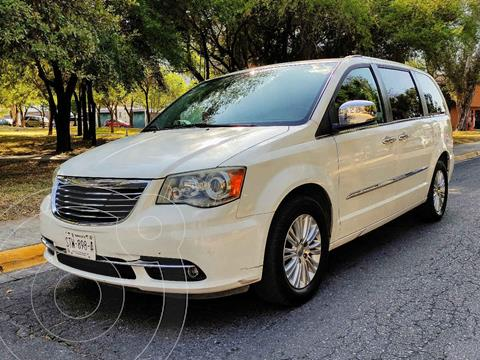 Chrysler Town and Country Limited 3.6L usado (2011) color Blanco precio $185,000