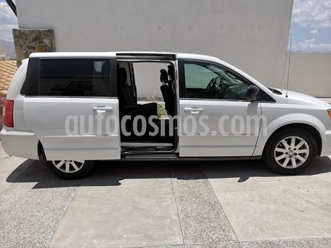 Chrysler Town and Country Li 3.6L usado (2014) color Blanco precio $165,000