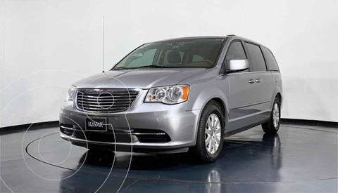Chrysler Town and Country Limited 3.6L usado (2014) color Plata precio $259,999