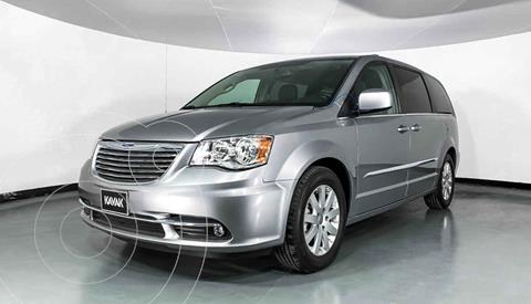 Chrysler Town and Country Touring 3.6L usado (2016) color Plata precio $267,999