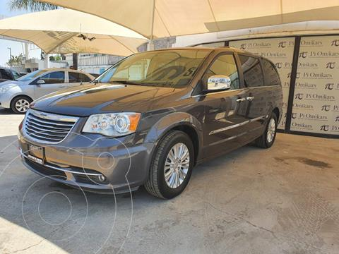 Chrysler Town and Country Limited 3.6L usado (2015) color Gris Oscuro precio $298,000