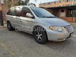 Chrysler town and country mini van usado (2006) color Gris precio BoF5.500