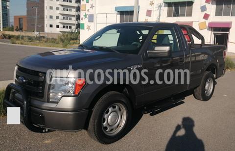 Ford F-150 XL 4x2 3.7L Cabina Regular usado (2013) color Gris Nocturno precio $223,000