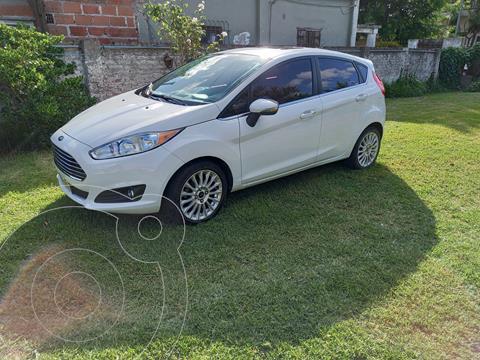 Ford Fiesta Kinetic Sedan Titanium usado (2013) color Blanco precio $1.400.000