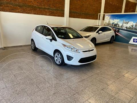Ford Fiesta Kinetic Sedan Trend usado (2013) color Blanco Oxford financiado en cuotas(anticipo $525.000)